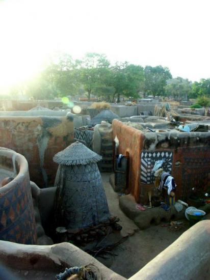 Case à Tiébélé - Une seule et même famille