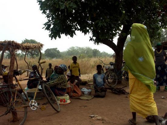 Marché sur la route de Madjoari - Ventes de céréales