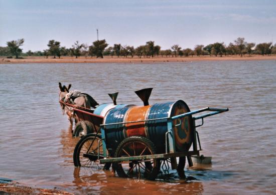 Réapprovisionnement en eau près de Kaya