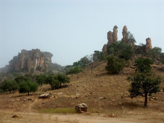 Tambarga - Au pied des falaises 1